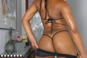 Ebony Babe Comes In For A Modeling Shoot