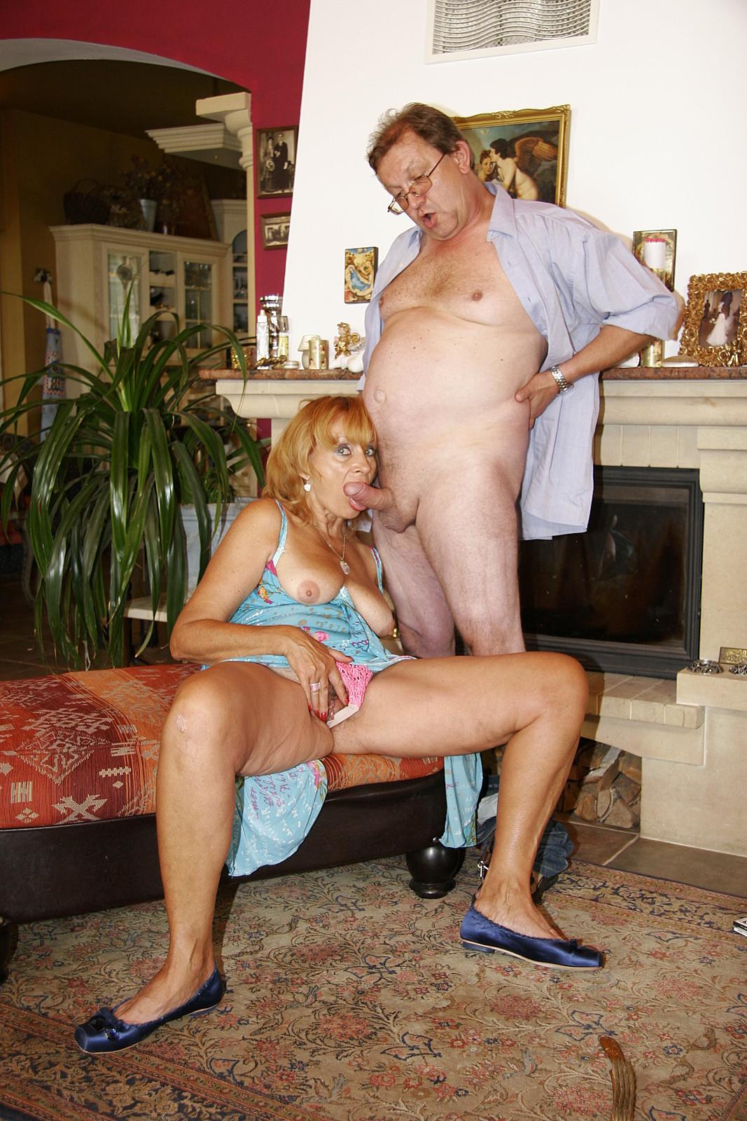 Старий мужик трахнул служанку порно 7 фотография