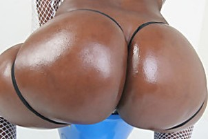 Black goddess with a jiggly round backside does the nasty.