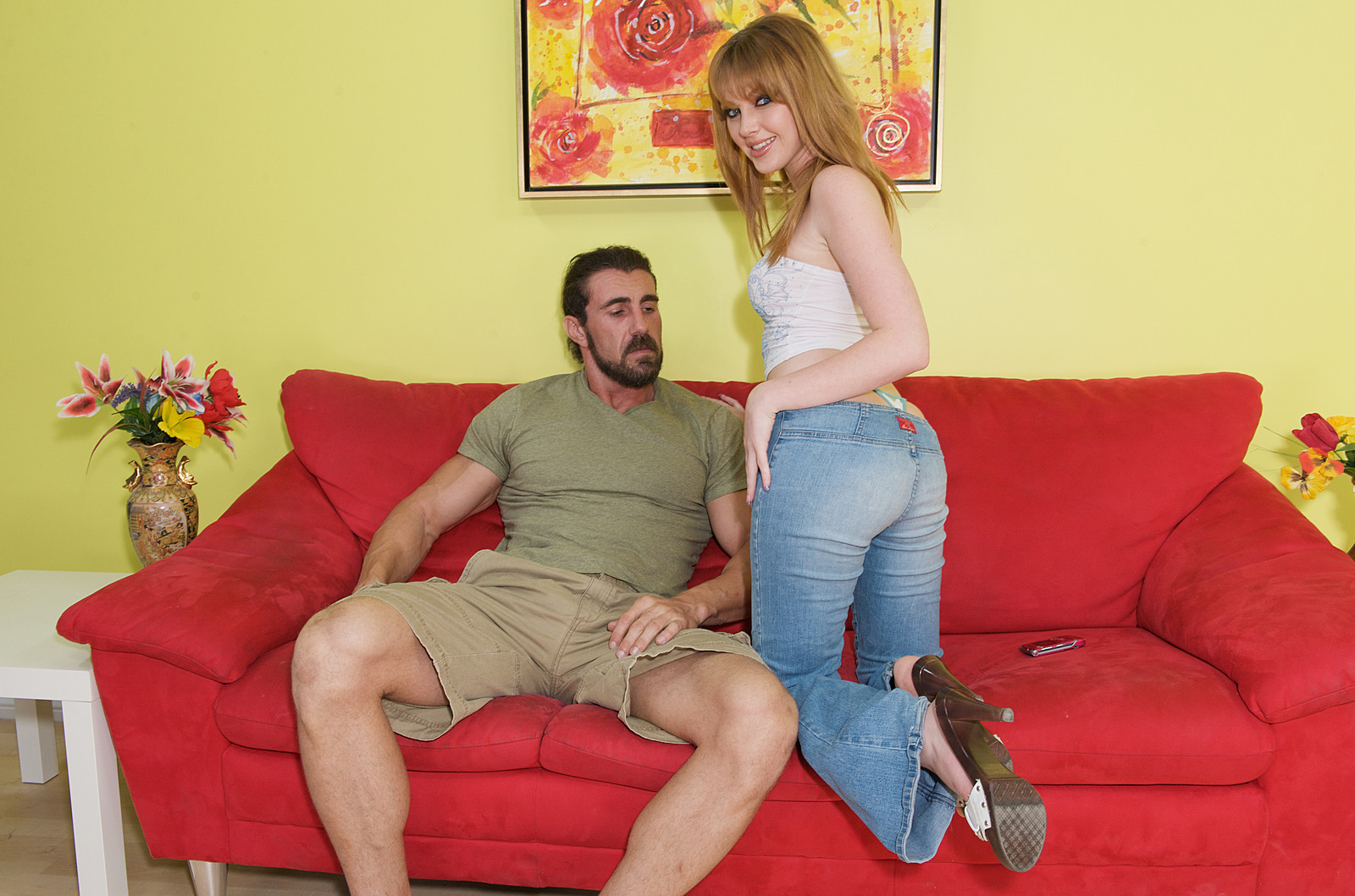 Трахает через джинсы 1 фотография