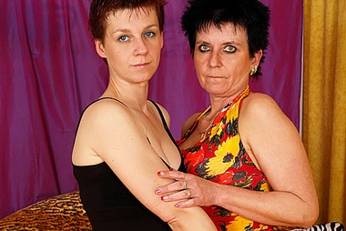 Old Mature Lesbians Explore Girl on Girl adult gallery