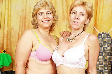 Horny Blonde Grannies Bang Each Others' Wet Cunts With Dildos adult gallery