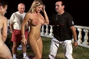 Gold Digging Vicky Vette Puts On A Fuck Show For Sugardaddy