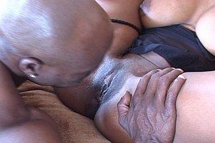 Black Cutie Gets Anal Blast During Sex