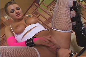 Sexpots In All Girl On Girl Threesome