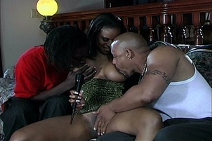 Curvy Black Babe Gets Double Penetrated