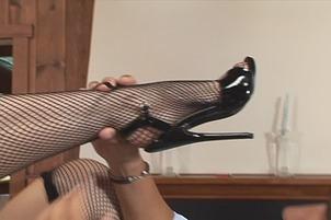 Sluty Chick In Red Heels Gets Her Feel Licked