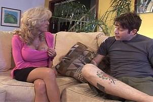Milf Lexi Carrington Gets Seduced By Tatted Up Guy