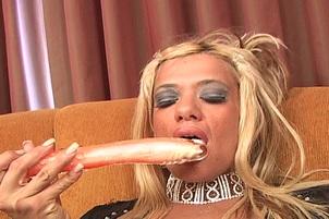 Horny Blonde Tatianna Gets Meaty Cock