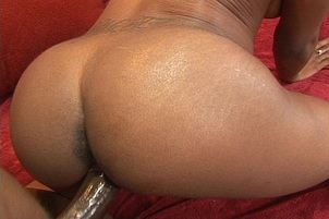 Ebony Babe Uses Her Ass to Get Action