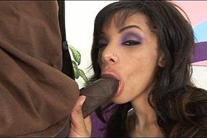 Alicia Tyler Wraps Her Lips Around A Rod