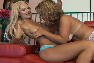 Two Blond Heidi's Voraciously Eat Snatch