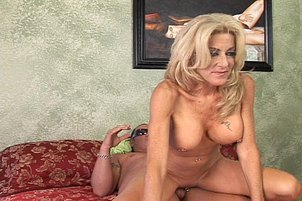 Huge Tit MILF Lexi Carrington Swallows