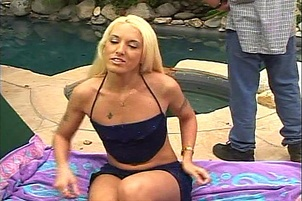 Sexy Blondes Bald Twat is Drilled