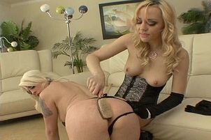 Beautiful Lesbians in Intense 3some