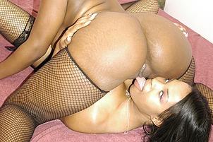 Black Lesbians Love Pussy Play