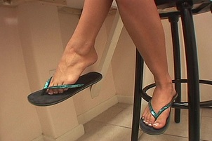 Gracie Glam Spunked On Soles Of Her Feet