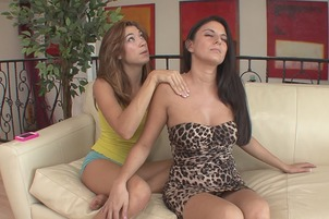 Sexy Lesbians Nikki Daniels And Hannah Reilly Have Oral Fun